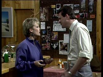 Daphne Clarke, Des Clarke in Neighbours Episode 0278