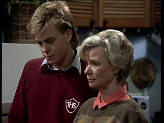 Scott Robinson, Helen Daniels in Neighbours Episode 0278