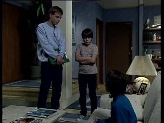 Scott Robinson, Bradley Townsend, Lucy Robinson in Neighbours Episode 0279