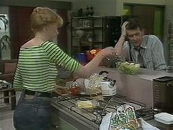Melanie Pearson, Des Clarke in Neighbours Episode 1115