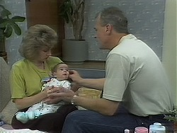 Beverly Marshall, Baby Rhys, Jim Robinson in Neighbours Episode 1118