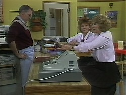 Harold Bishop, Gloria Lewis, Madge Bishop in Neighbours Episode 1120