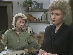 Helen Daniels, Beverly Marshall in Neighbours Episode 1121