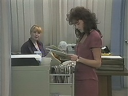 Melanie Pearson, Caroline Alessi in Neighbours Episode 1121