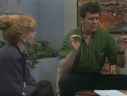 Melanie Pearson, Des Clarke in Neighbours Episode 1121