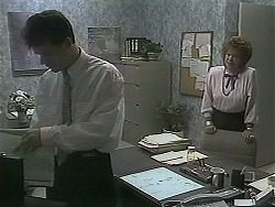 Paul Robinson, Gloria Lewis in Neighbours Episode 1122