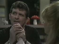 Des Clarke, Melanie Pearson in Neighbours Episode 1124