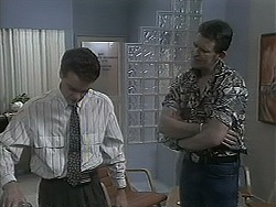 Paul Robinson, Des Clarke in Neighbours Episode 1126