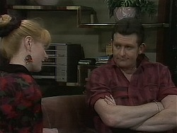 Melanie Pearson, Des Clarke in Neighbours Episode 1129