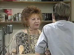 Gloria Lewis, Todd Landers in Neighbours Episode 1131