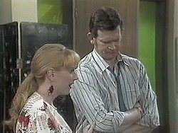 Melanie Pearson, Des Clarke in Neighbours Episode 1131