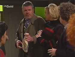 Flakey (Gordon Orchard), Joanna Hartman, Marlene Kratz in Neighbours Episode 2513