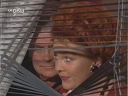 Lou Carpenter, Cheryl Stark in Neighbours Episode 2517