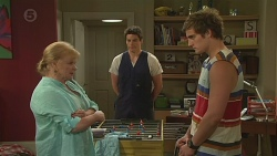 Sheila Canning, Chris Pappas, Kyle Canning in Neighbours Episode 6554