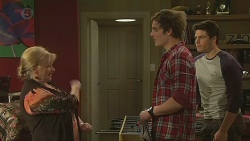 Sheila Canning, Kyle Canning, Chris Pappas in Neighbours Episode 6554