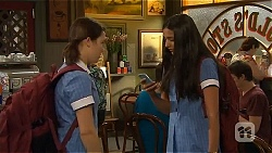 Sophie Ramsay, Rani Kapoor in Neighbours Episode 6573