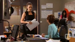 Sarah Beaumont, Susan Kennedy in Neighbours Episode 6576