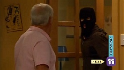 Lou Carpenter, Robbo Slade in Neighbours Episode 6580