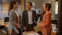 Sarah Beaumont, Paul Robinson, Susan Kennedy in Neighbours Episode 6582