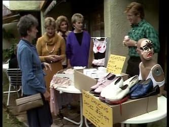 Nell Mangel, Madge Mitchell, Daphne Lawrence, Clive Gibbons in Neighbours Episode 0282