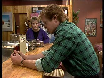 Daphne Lawrence, Clive Gibbons in Neighbours Episode 0282