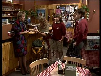 Daphne Lawrence, Charlene Mitchell, Nikki Dennison, Scott Robinson, Mike Young in Neighbours Episode 0284