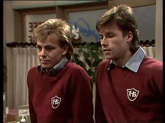 Scott Robinson, Mike Young in Neighbours Episode 0284