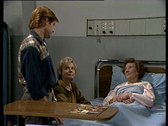 Clive Gibbons, Helen Daniels, Mrs. York in Neighbours Episode 0284