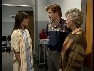 Zoe Davis, Clive Gibbons, Helen Daniels in Neighbours Episode 0284