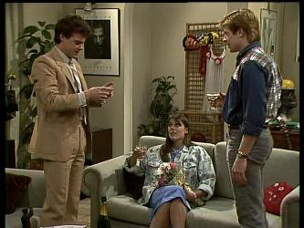 Paul Robinson, Zoe Davis, Clive Gibbons in Neighbours Episode 0284
