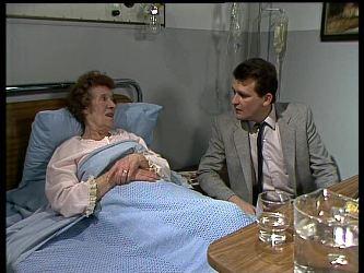 Mrs. York, Des Clarke in Neighbours Episode 0284
