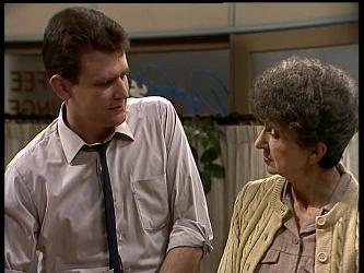 Des Clarke, Nell Mangel in Neighbours Episode 0284