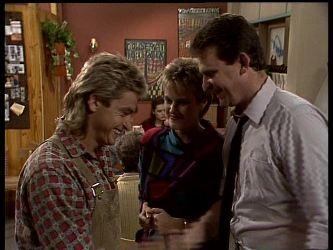 Shane Ramsay, Daphne Lawrence, Des Clarke in Neighbours Episode 0284