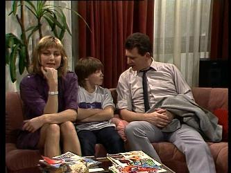 Andrea Townsend, Bradley Townsend, Des Clarke in Neighbours Episode 0285