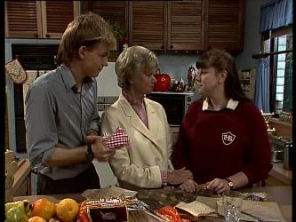 Scott Robinson, Helen Daniels, Nikki Dennison in Neighbours Episode 0285