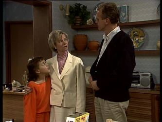 Lucy Robinson, Helen Daniels, Jim Robinson in Neighbours Episode 0285