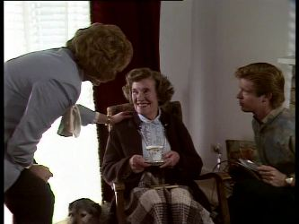 Madge Mitchell, Mrs. York, Clive Gibbons in Neighbours Episode 0285