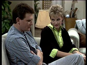 Des Clarke, Daphne Lawrence in Neighbours Episode 0286