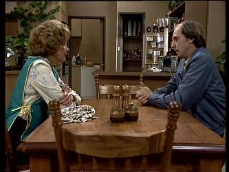 Madge Mitchell, Fred Mitchell in Neighbours Episode 0286