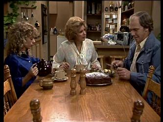 Charlene Mitchell, Madge Mitchell, Fred Mitchell in Neighbours Episode 0286