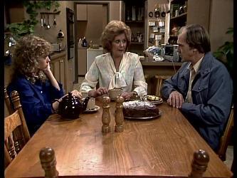 Charlene Mitchell, Madge Bishop, Fred Mitchell in Neighbours Episode 0287