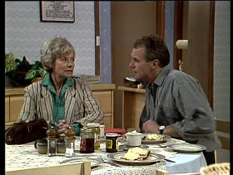 Helen Daniels, Jim Robinson in Neighbours Episode 0288