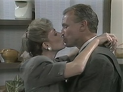 Beverly Robinson, Jim Robinson in Neighbours Episode 1136
