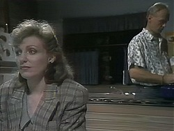 Beverly Marshall, Jim Robinson in Neighbours Episode 1137