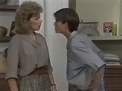 Beverly Robinson, Todd Landers in Neighbours Episode 1152
