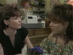 Caroline Alessi, Gloria Lewis, Christina Alessi in Neighbours Episode 1160