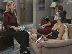 Melanie Pearson, Caroline Alessi, Christina Alessi in Neighbours Episode 1170