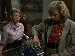 Helen Daniels, Beverly Marshall in Neighbours Episode 1176