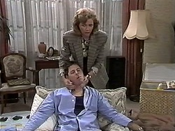 Joe Mangel, Beverly Marshall in Neighbours Episode 1178