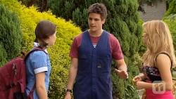 Sophie Ramsay, Chris Pappas, Natasha Williams in Neighbours Episode 6588